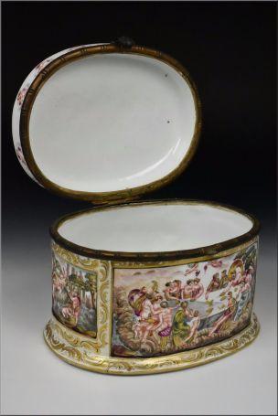 capodimonte cofre siglo XIX decorado querubines y personajes foto 7