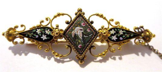 micromosaico broche de oro de 14k con micromosaicos de flores y pájaro 1800s