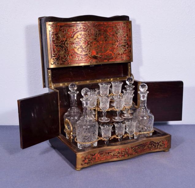 Pequeno bar Boulle Napoleón III con marquetería de carey