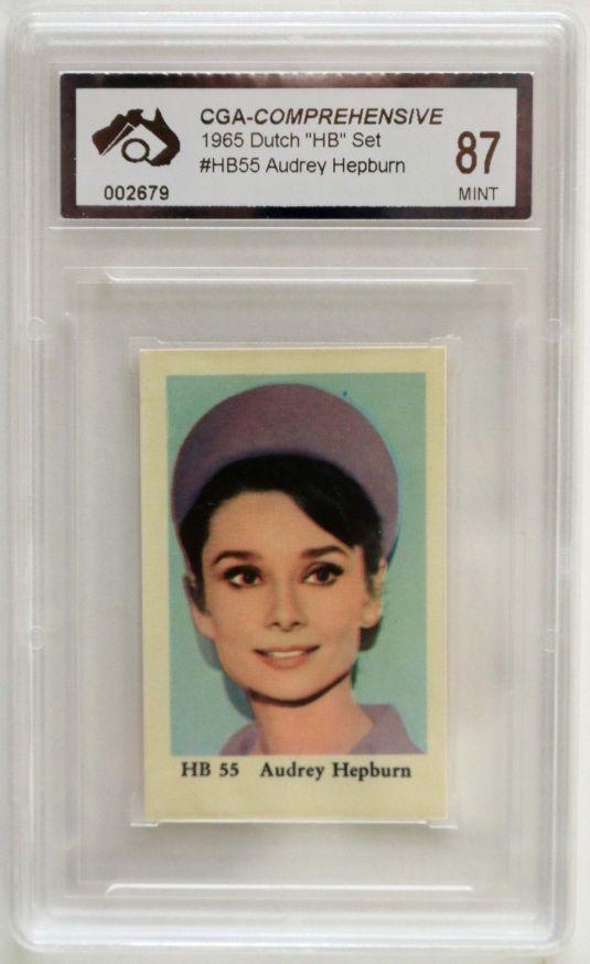 Audrey Hepburn inusual postal de 1965