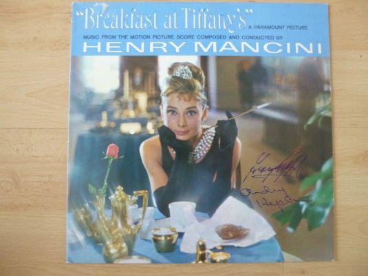 Audrey Hepburn Long Play autografiado por Audrey Hepburn & George Peppard de la película Breakfast at Tiffany