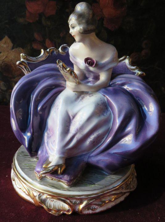Guido Cacciapuoti crinolina de 20 cm. de alto en porcelana biscuit, 1930s
