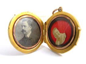 Medallón Art Nouveau de oro de 18 k. Estados Unidos, 1910.