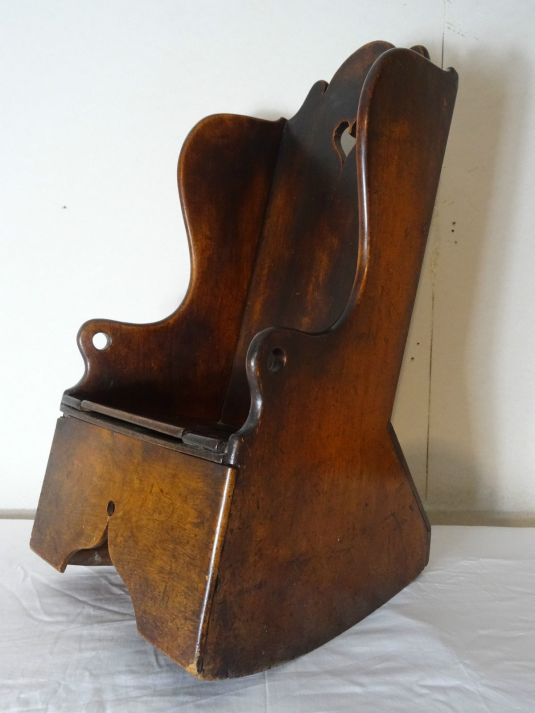 mecedora 1770 aprox periodo George II, Inglaterra, madera roble, silla para infante