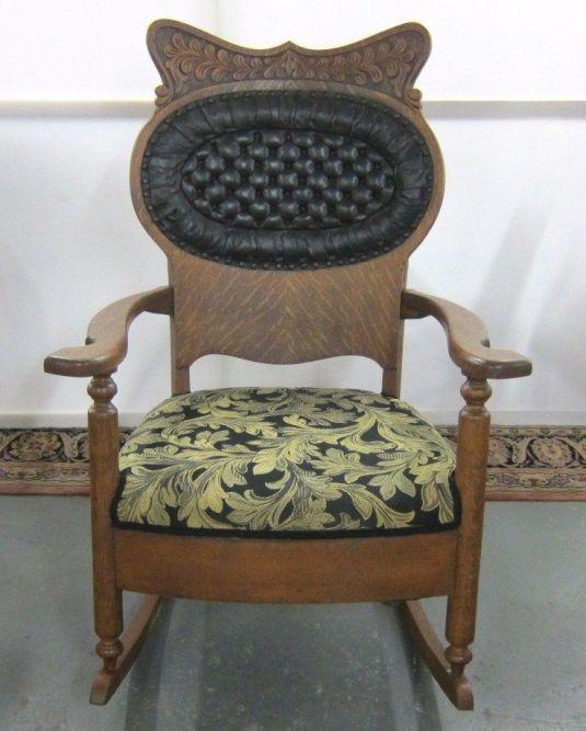mecedora de 1800 1899 USA madera roble tigre con talla en la cabecera, hermoso capitoné en cuero en el respaldo y tela en el asiento