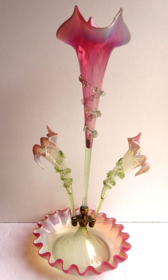 florero tulipán en vidrio murano opalina y vaselina Francia fines 1800