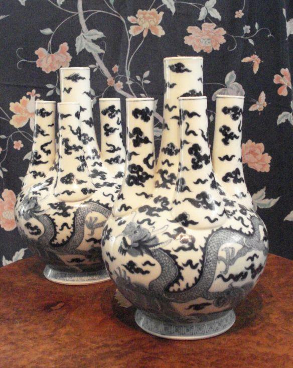 florero tulipán pareja de porcelana china, se exportaba a Europa en el siglo XVIII y principios del XIX