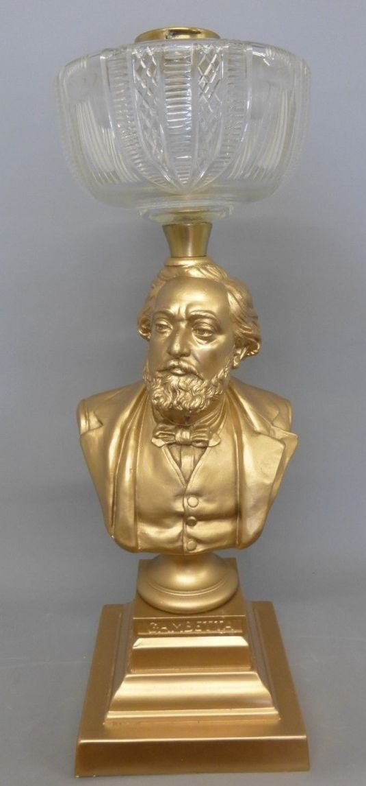 lamparín victoriano con fanal de vidrio labrado, como base lleva un busto de bronce Gambetta, el 37th Primer Ministro de Francia, fabricada en Francia