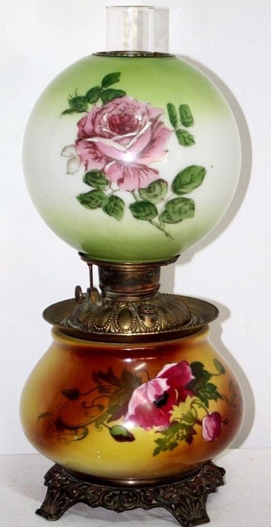 lamparín victoriano con fanal y cuerpo de vidrio de leche pintados a mano base de hierro Estados Unidos
