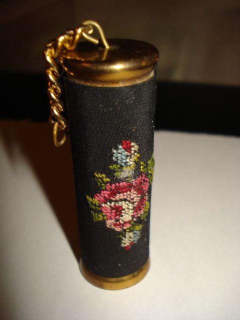 porta agujas de bronce con tela bordada Rusia