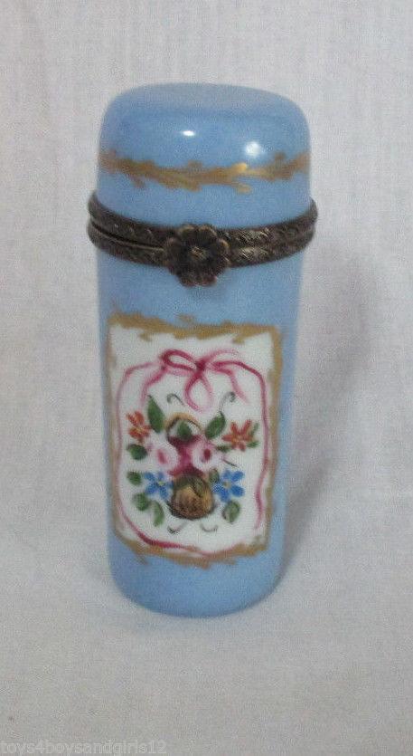 porta agujas de porcelana y cierre de bronce Francia 1800s